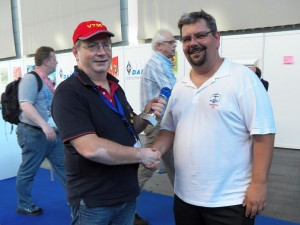 Georg, DL4SVA, handing over the 2nd place EU-D Honor Roll Trophy 2015 to Olli, DH8BQA